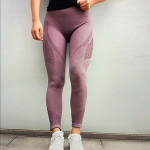 2 pairs of seamless leggings with mesh detail